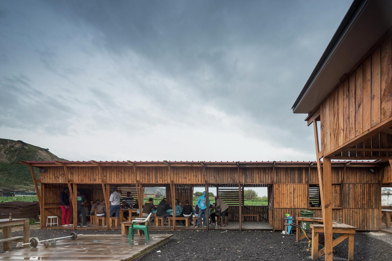 Community_Kitchen_of_Terras_da_Costa_-_ateliermob___Colectivo_Warehouse._Image_%C2%A9_Fernando_Guerra_FG_SG Archdaily dodijelio nagrade Building of the year