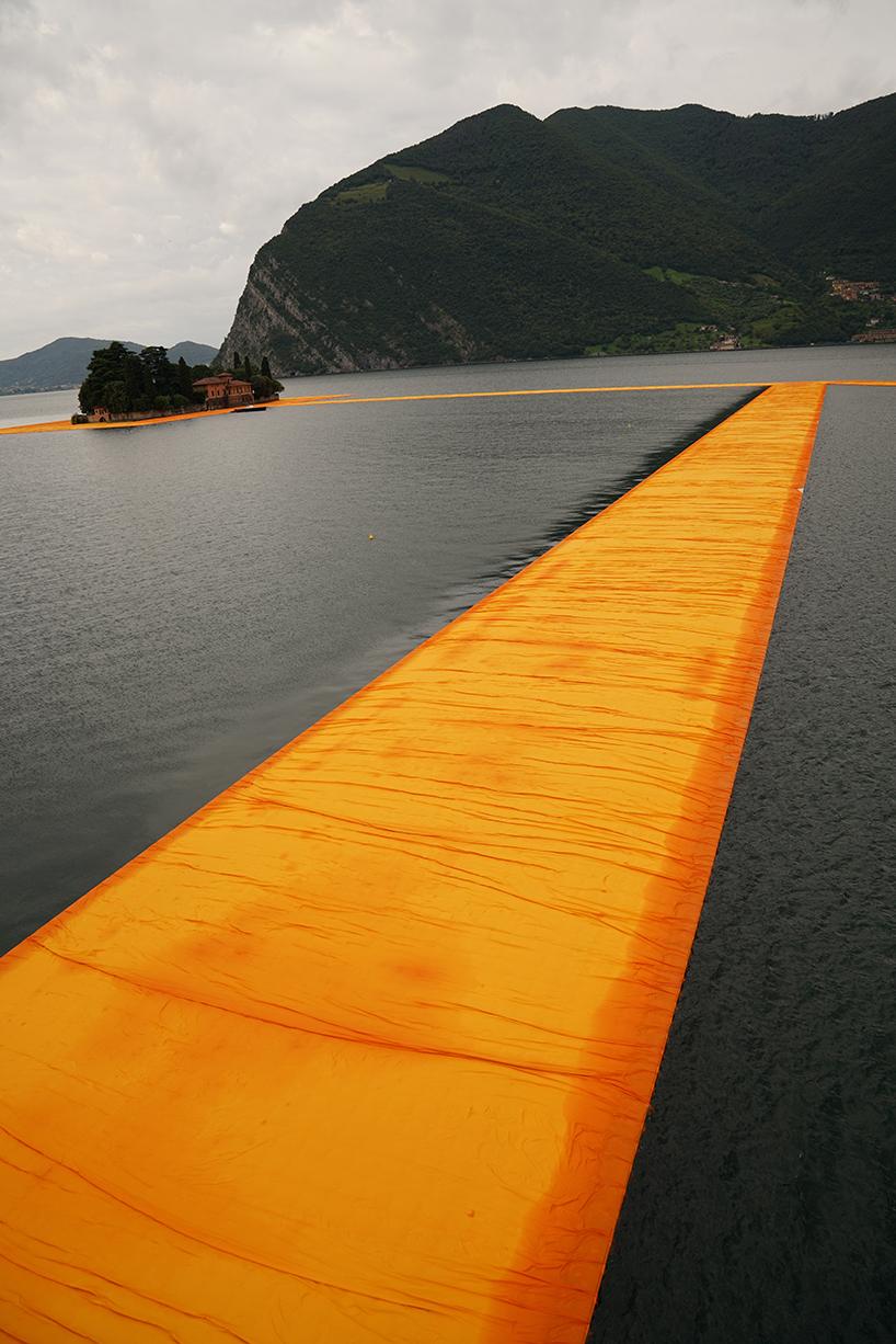 christo-and-jeanne-claude-floating-piers-lake-iseo-italy-designboom-08 Plutajuće platforme na jezeru Iseo